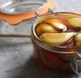 فواید حیرتانگیز خوردن معجون سیر و عسل با معده خالی