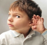 چکار کنیم که کودک به حرف ما گوش دهد؟