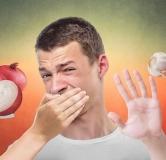 چگونه بوی بد سیر را از دهان ببریم ؟ ۱۱ روش مؤثر رفع بوی بد پیاز و سیر
