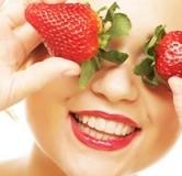 طرز تهیه انواع ماسک صورت توت فرنگی