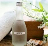۸ مورد از فواید گلیسیرین برای پوست + روش استفاده برای رفع مشکلات پوستی