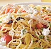 اسپاگتی به همراه مرغ و گوجه فرنگی تازه