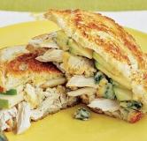 ساندویچ مرغ با پنیر ذوب شده