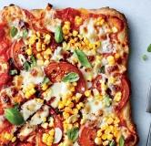 پیتزا گوجه فرنگی، ریحان و ذرت
